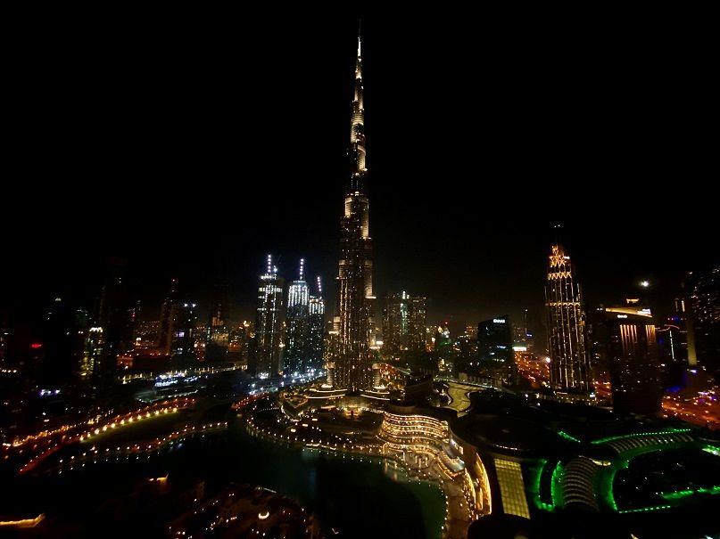 الإمارات ترفع قيود كورونا
